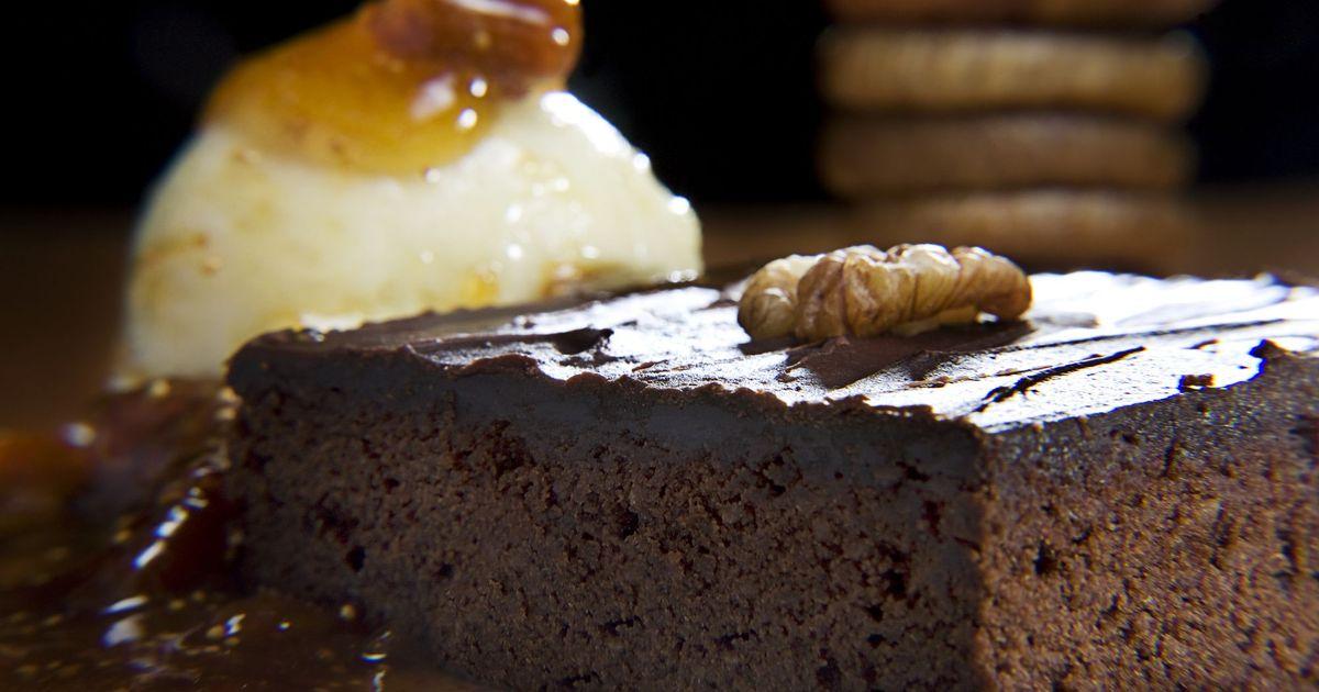 Фото Шоколадный брауни с мороженым