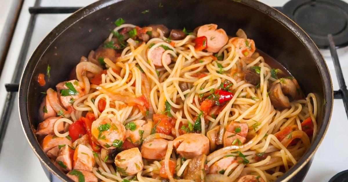 Фото Спагетти с сосисками за 15 минут