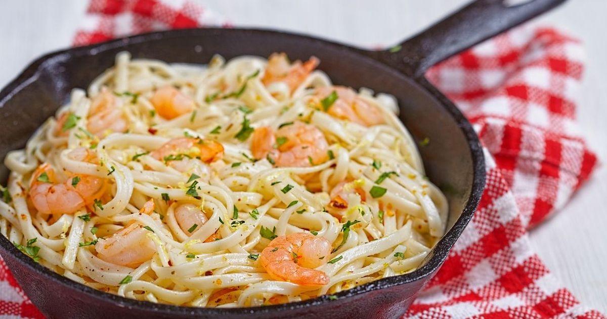 Фото Аппетитная паста с креветками в сливочно-чесночном соусе