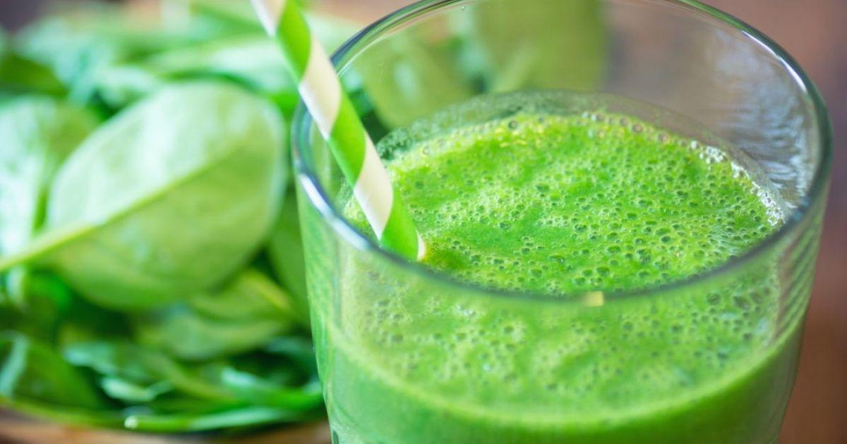 Фото Зелёный смузи со шпинатом и ананасом