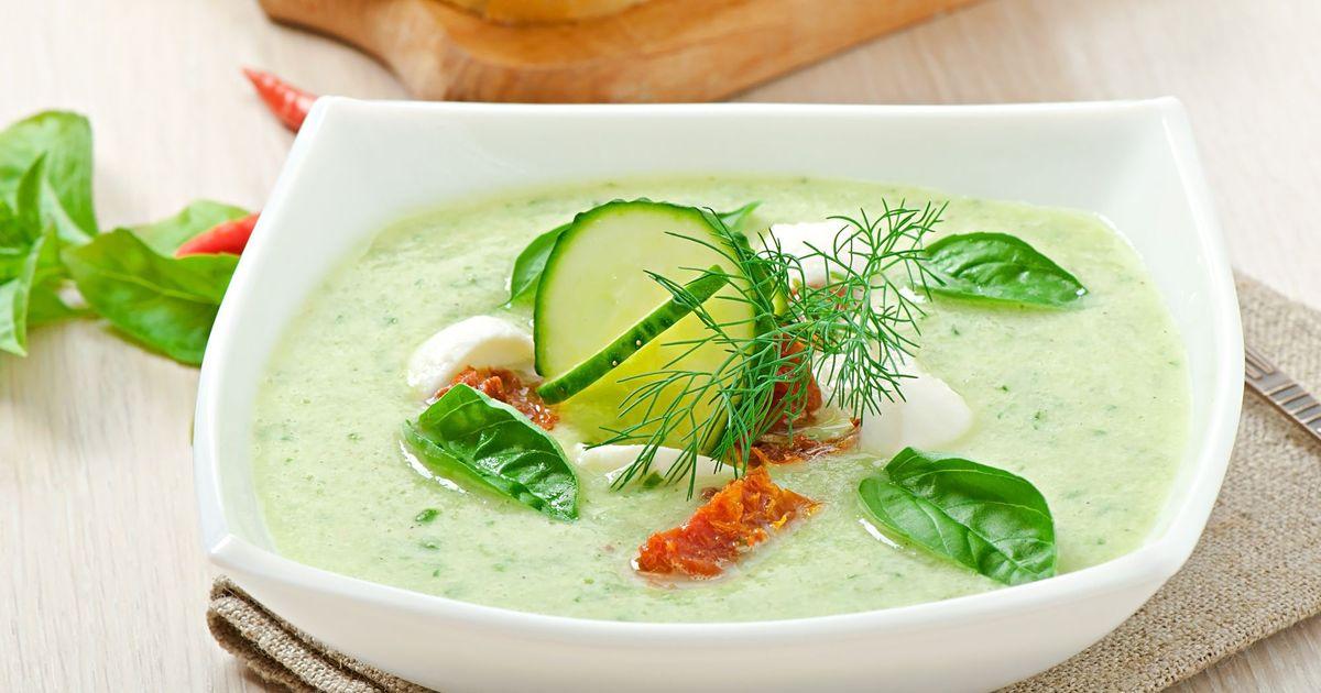 Фото Холодный огуречный суп с вялеными томатами и моцареллой