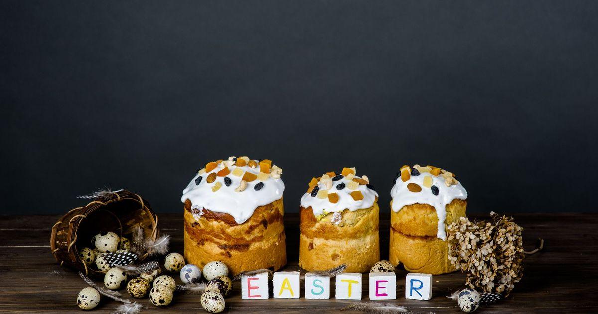 Фото Пасхальный кулич на перепелиных яйцах