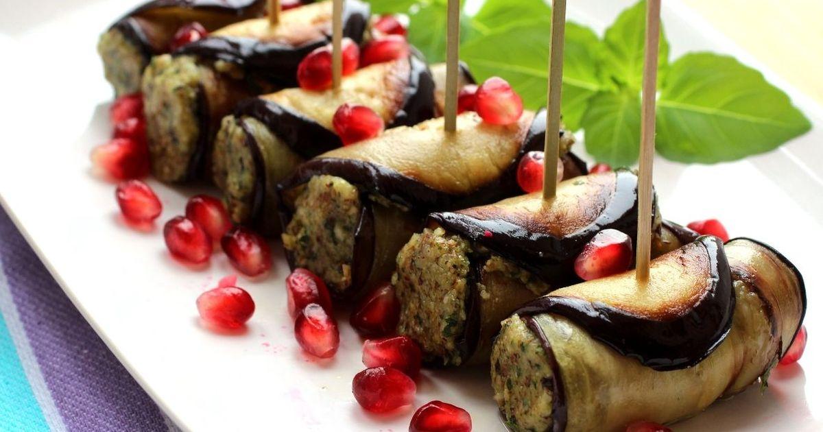 Фото Аппетитные рулетики из баклажанов с ореховой пастой