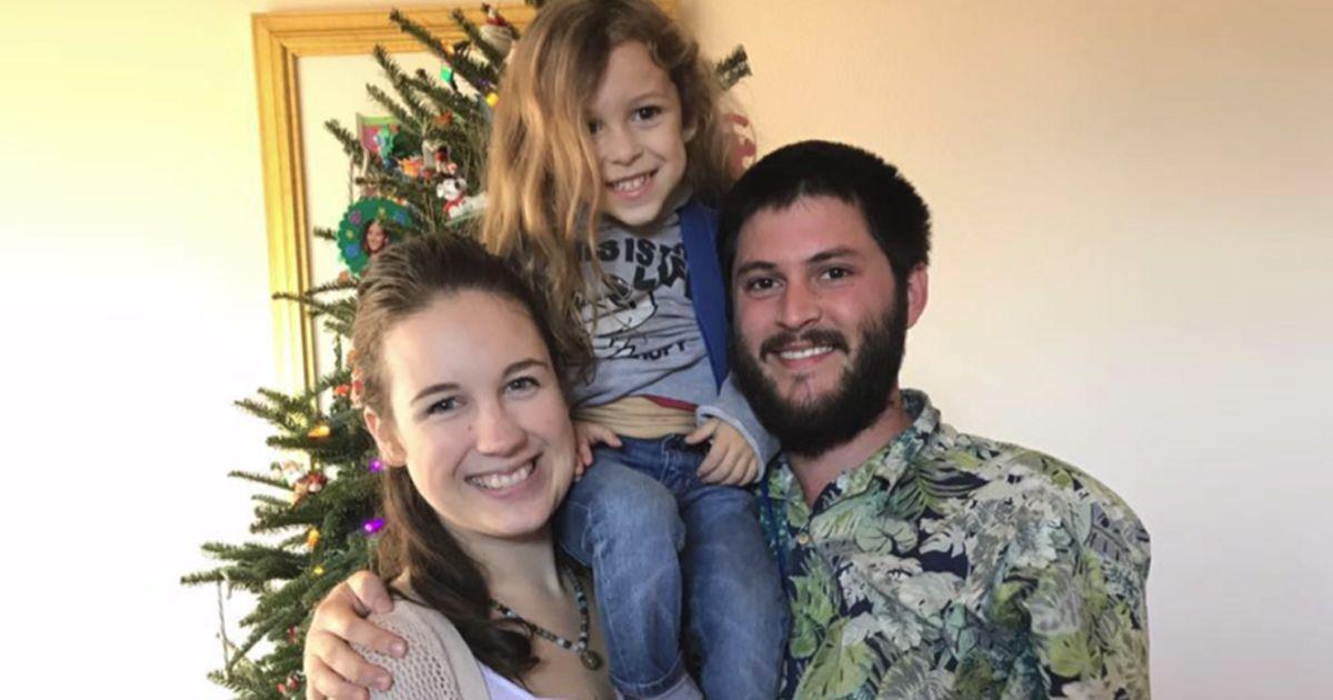Фото У родителей отобрали больного раком ребенка за лечение розмарином