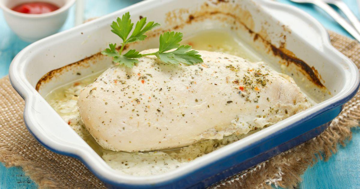 Фото Куриная грудка в кефире в духовке