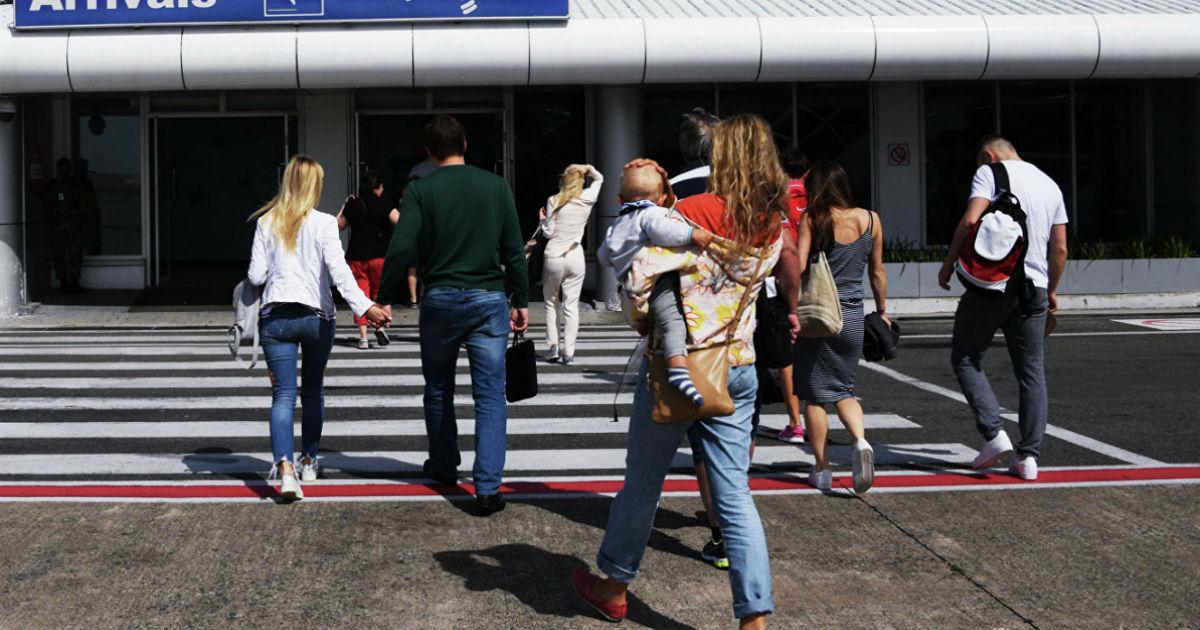 Фото В России изменились правила выезда детей за границу