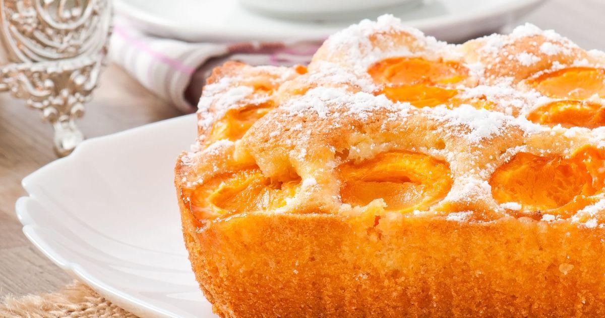 Фото Очень простой пирог с абрикосами