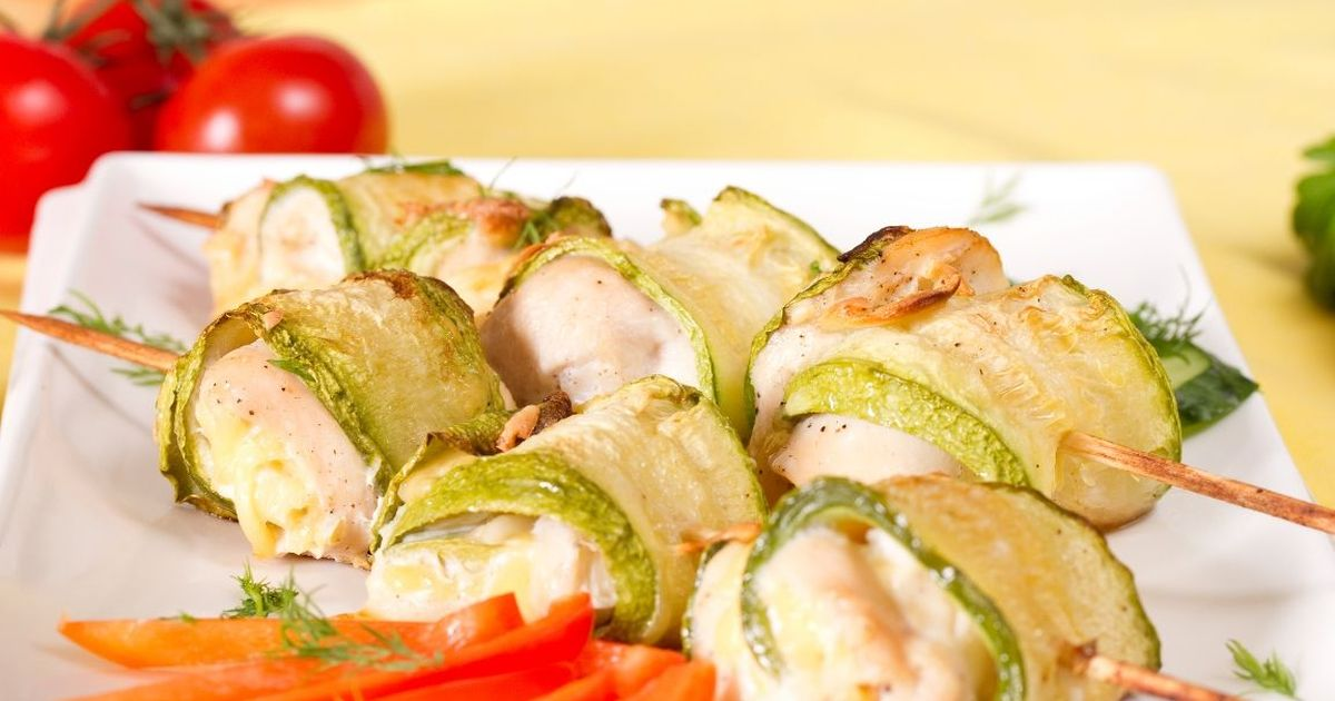 Фото Аппетитные рулетики из кабачков с куриным филе