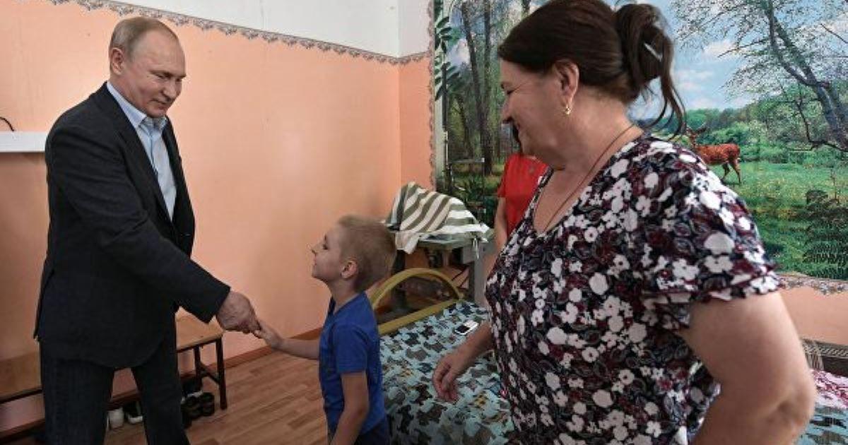 Фото Путин пообещал 6-летнему ребенку в Тулуне проконтролировать восстановление его садика
