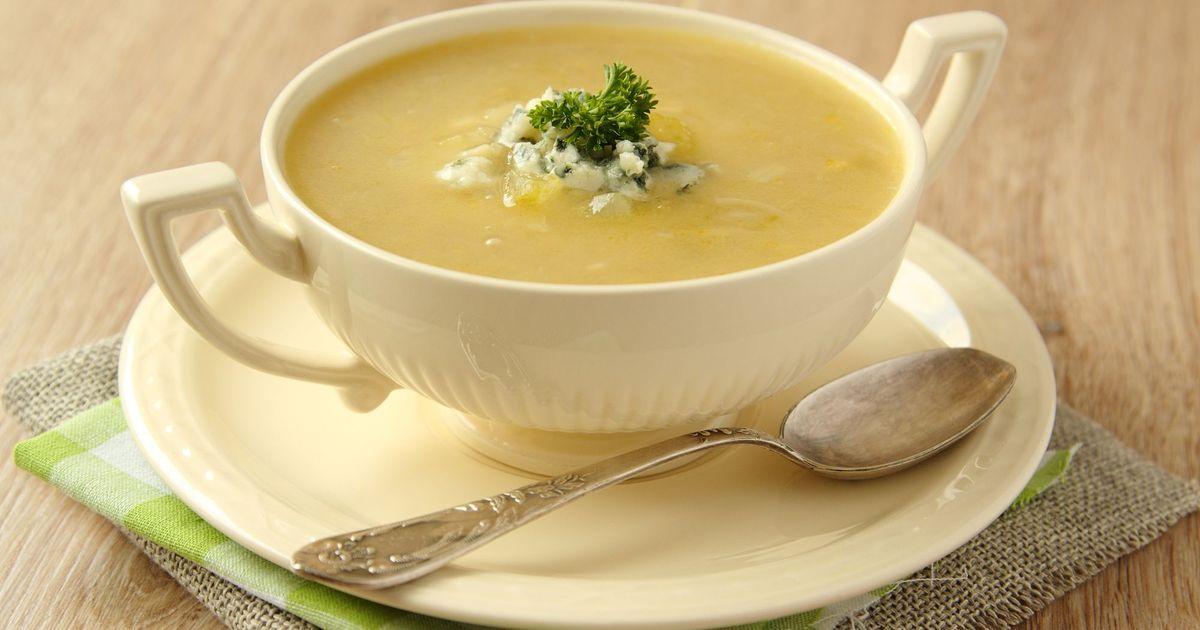 Фото Луковый суп с сельдереем и голубым сыром