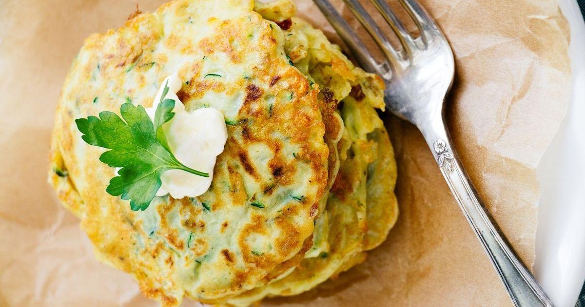 Фото Аппетитные кабачково-сырные оладьи