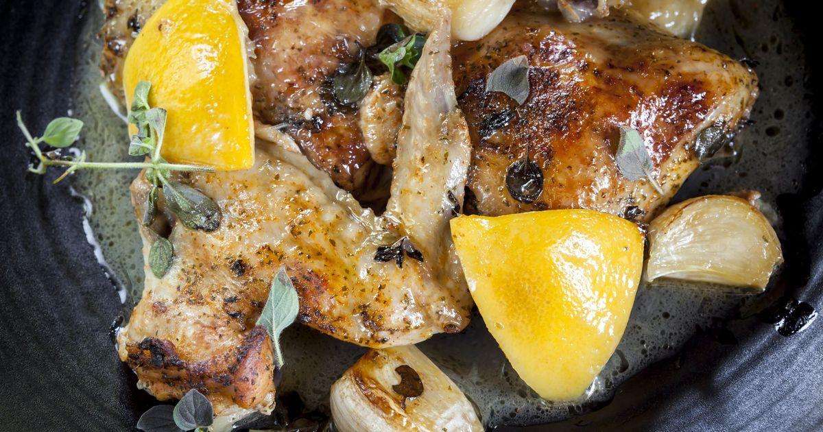 Фото Запечённая курица с лимоном и чесноком