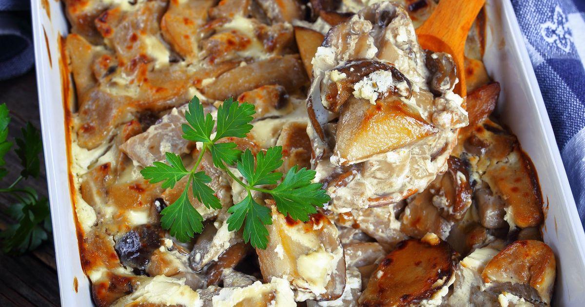 Фото Запеченные белые грибы с картофелем в сметанном соусе