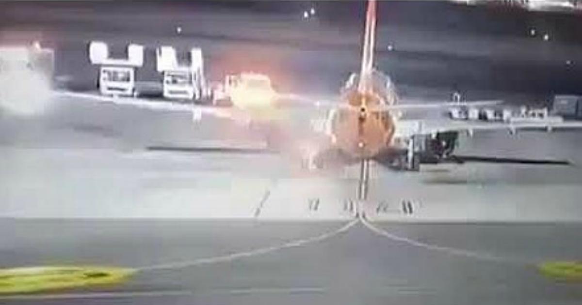 Фото Самолет с туристами загорелся при посадке в Египте