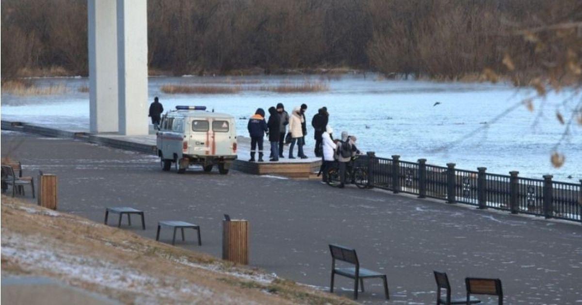 Фото В Красноярске любовники упали с моста в Енисей