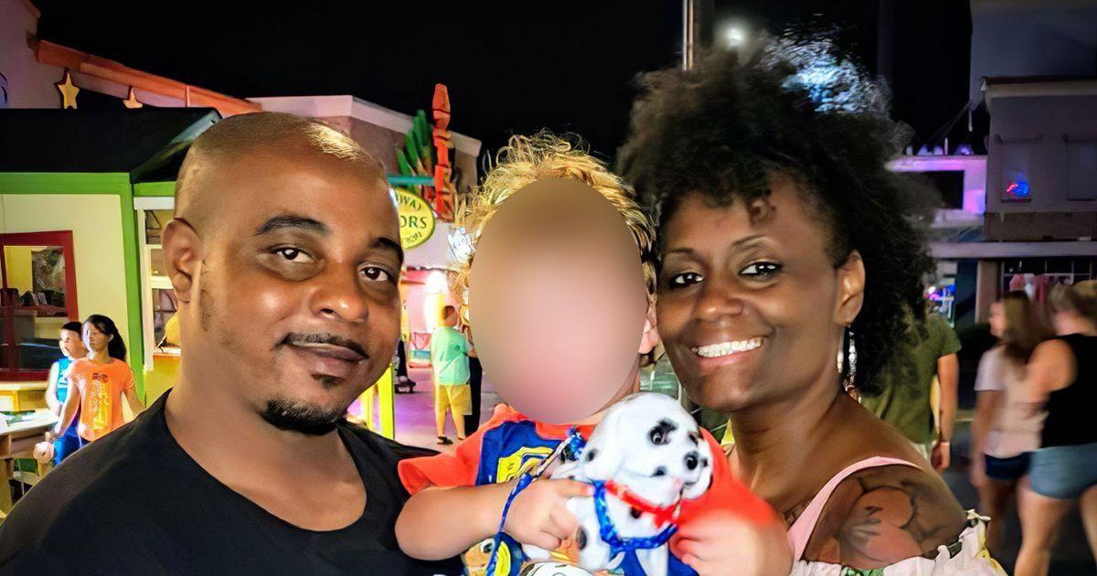 Фото Темнокожая пара с белым сыном постоянно попадает под подозрение