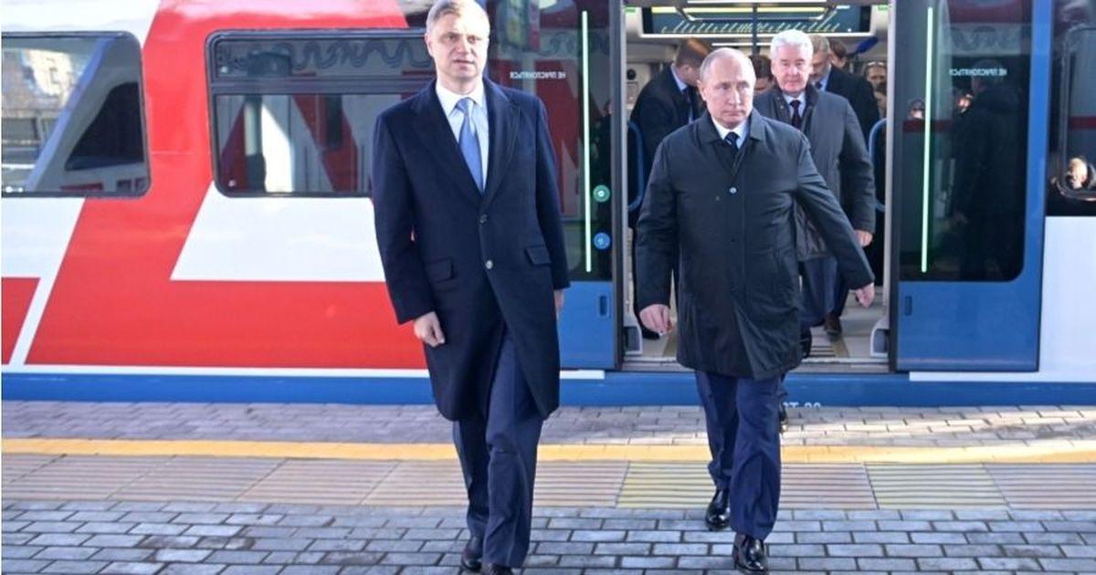 Фото Поезда встали, турникеты сломались. Путин открыл МЦД в Москве