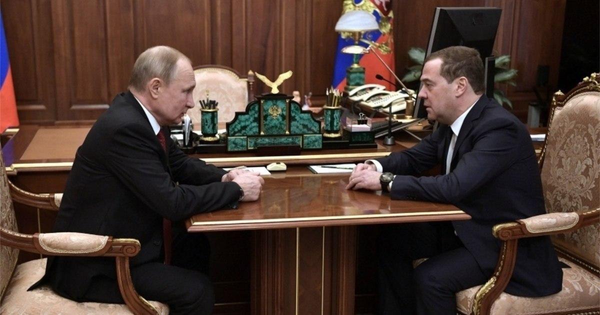 Фото Правительство России ушло в отставку - Медведев