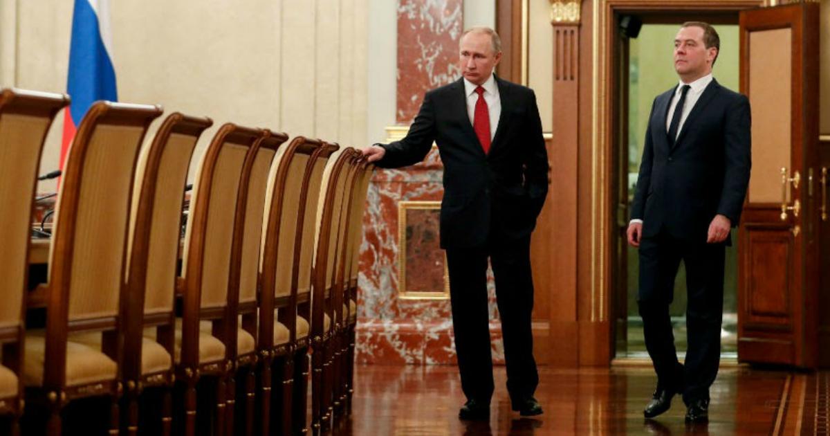 Фото СМИ узнали причину, по которой Путин отправил Медведева в отставку