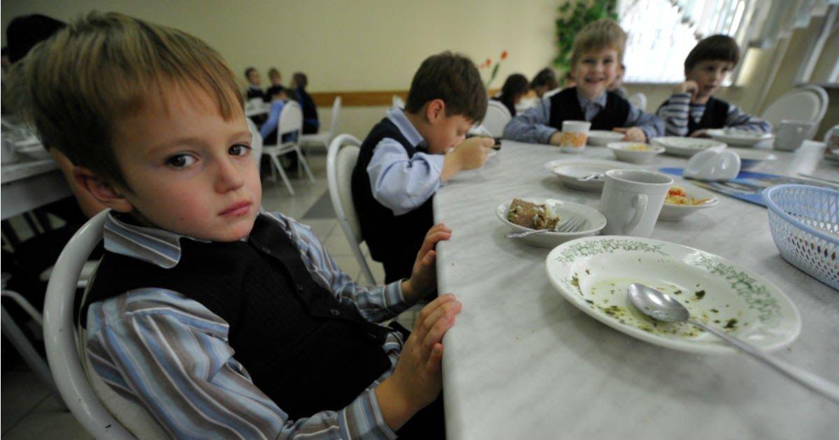 Фото Омские власти выделили школьникам по 5 рублей на горячие обеды