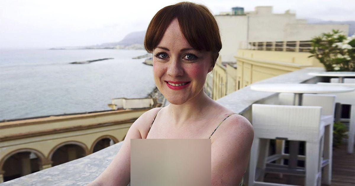 Фото Британка носила одно и то же платье 21 год. Как это по ощущениям?