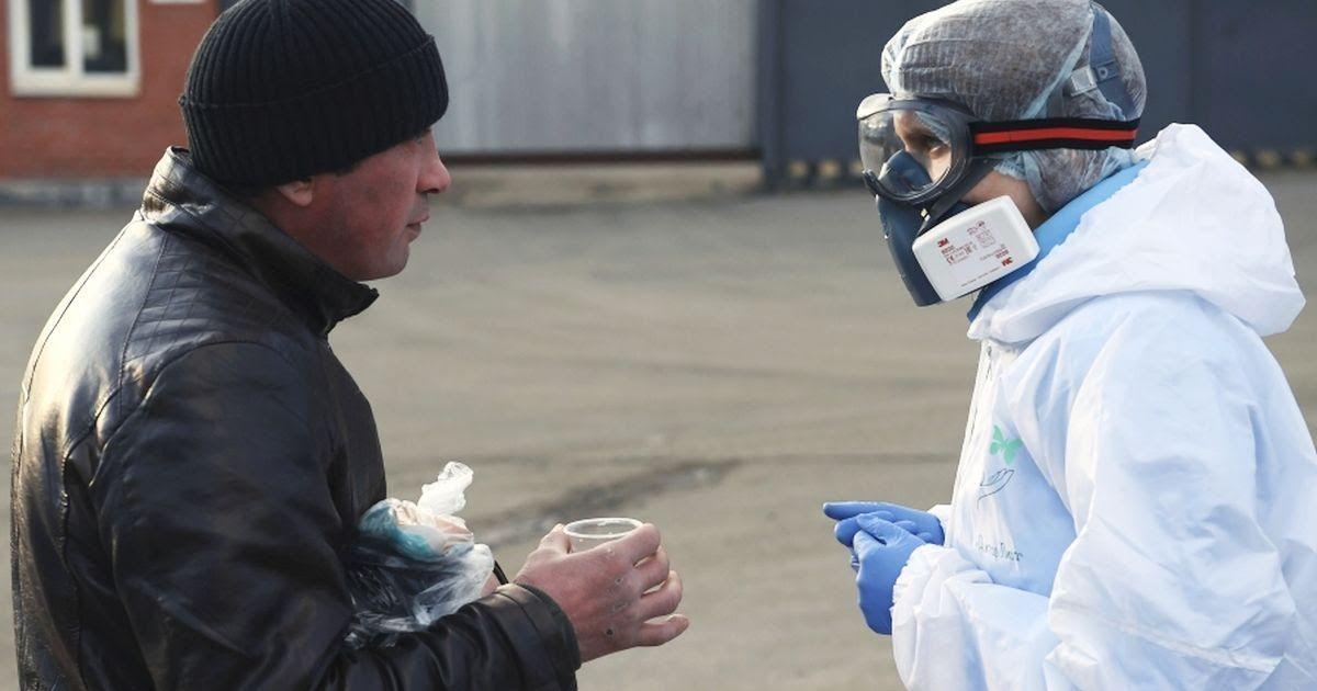 Фото Московский бомж о коронавирусе: «Вы бы знали, что у супермаркетов творится»