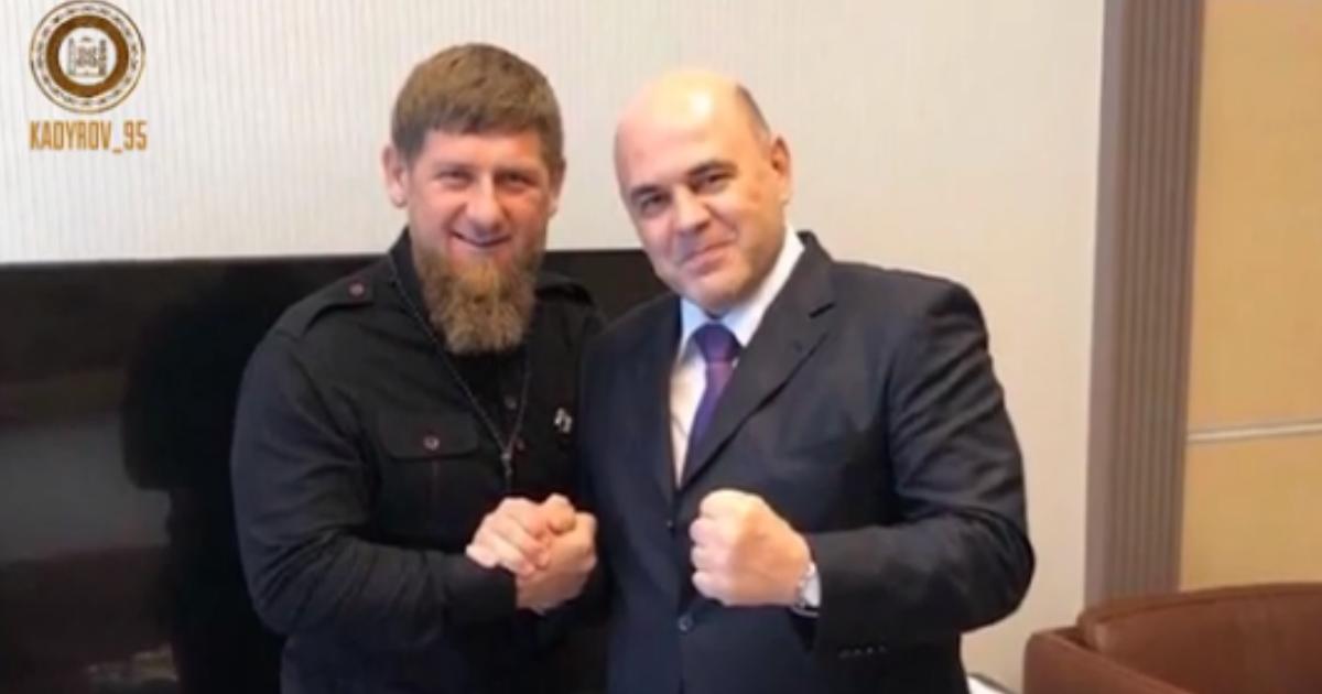 Фото Кадыров побрился налысо и призвал всех чеченцев сделать так же