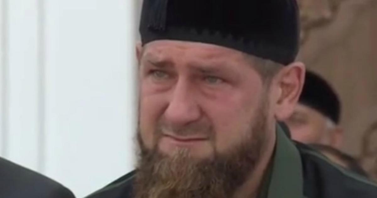 Фото Кадыров появился на людях и заплакал в мечети