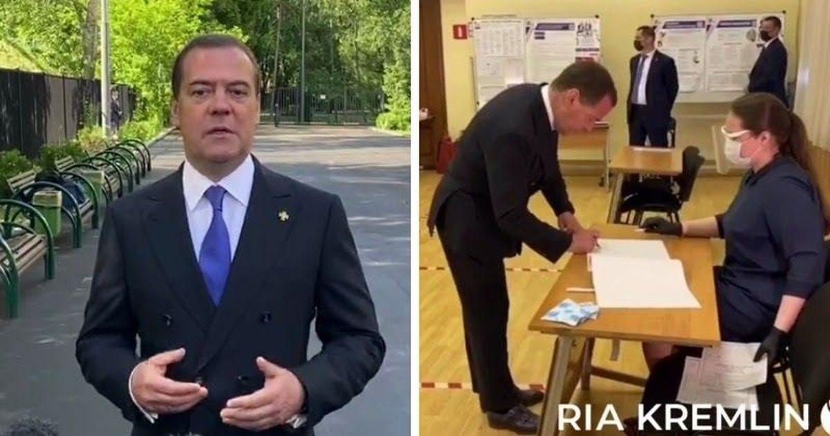 Фото Раньше всех. Медведев проголосовал по поправкам в Конституцию