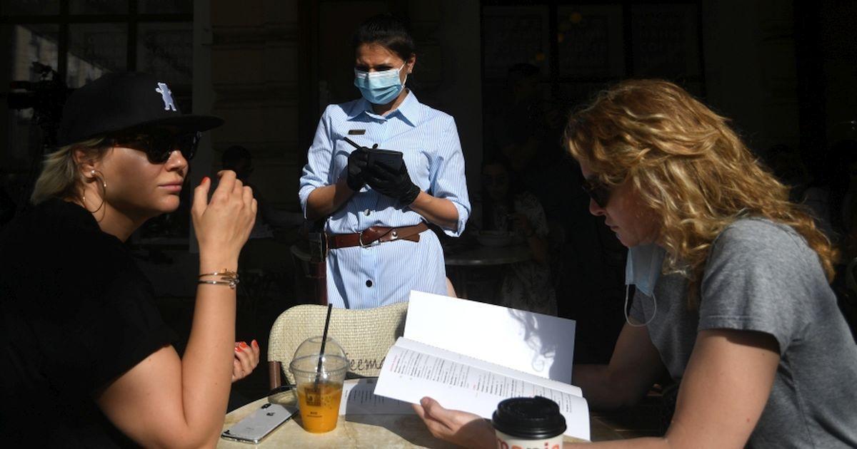 Фото Микробиолог: вероятность заразиться сейчас выше, чем в разгар эпидемии