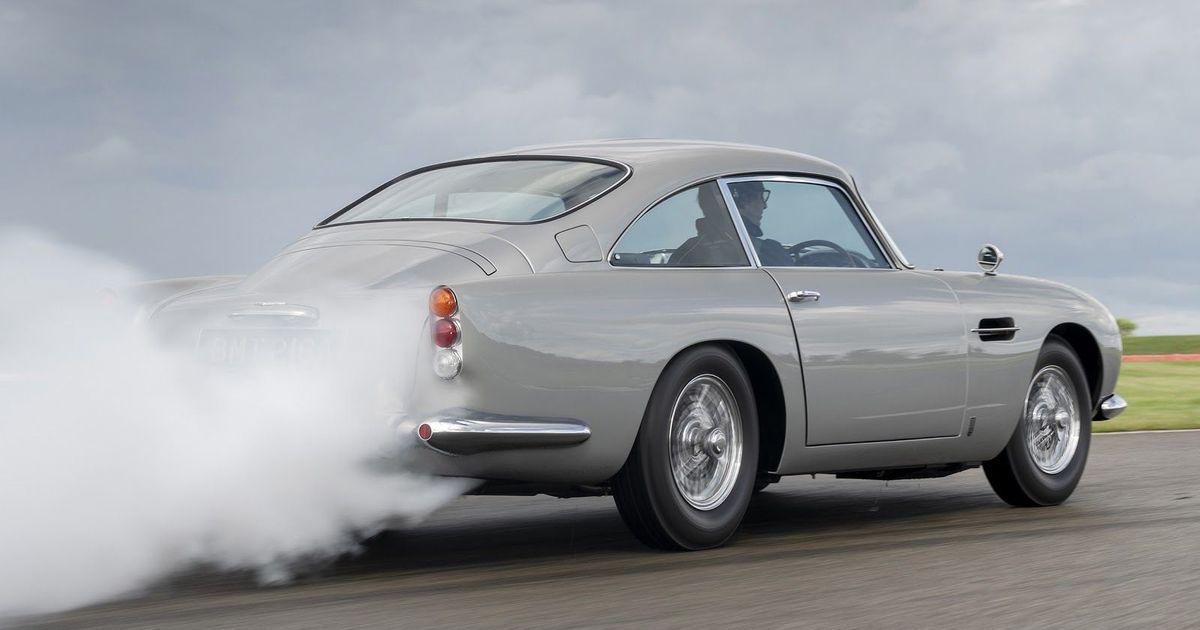Фото Aston Martin агента 007, который можно купить