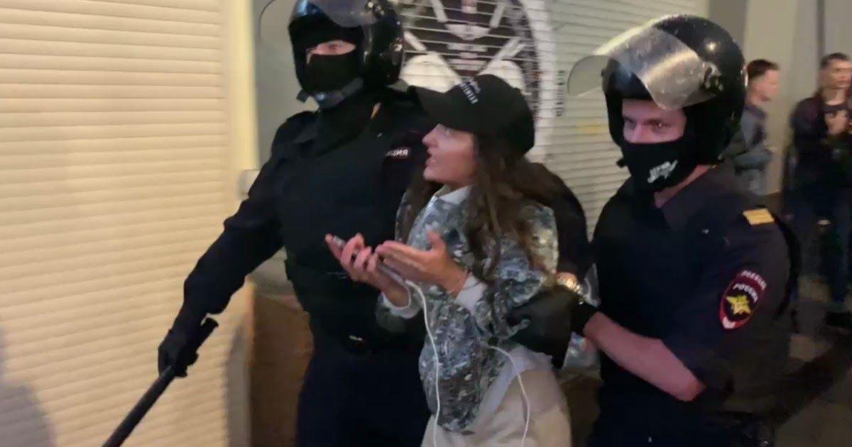 Фото Акция против поправок в центре Москвы: десятки задержанных
