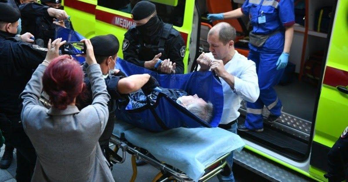 Фото Ефремова вынесли из суда на носилках и увезли на «скорой»