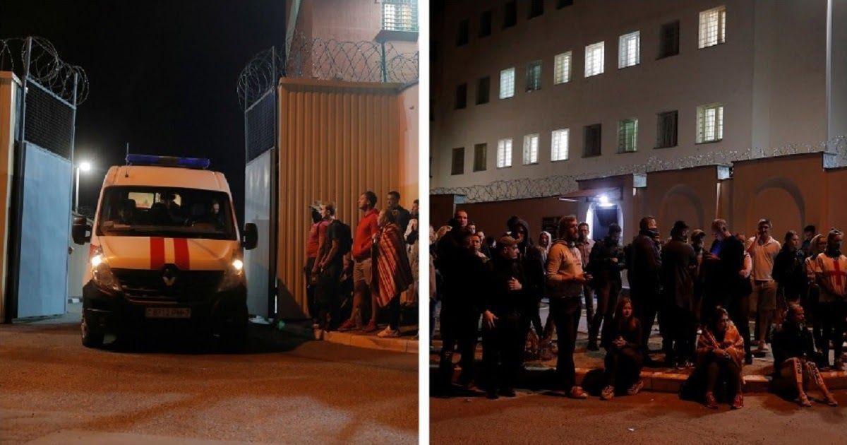 Фото Лукашенко сдал назад: задержанных белорусов выпустили из изолятора