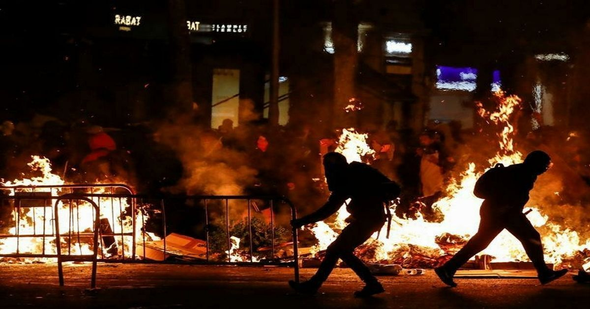 Фото Белорусское госагентство показало ролик о протестующих с кадрами погрома в Барселоне