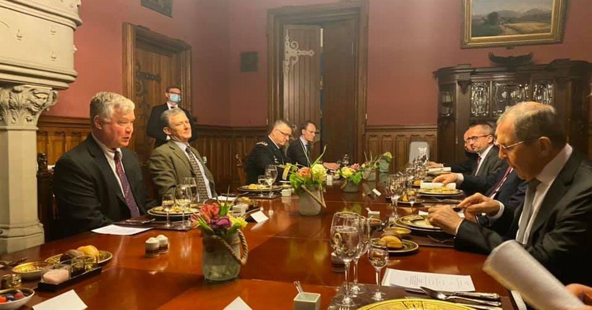 Фото Заместитель Госсекретаря США попробовал в Москве щи с грибами