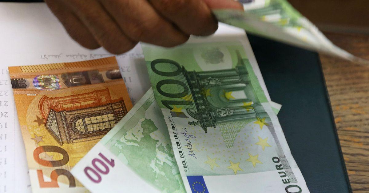 Фото Часть российских банков ввела комиссию за евро на счетах