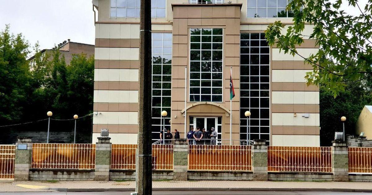 Фото В Минске попытались взять штурмом посольство Ливии