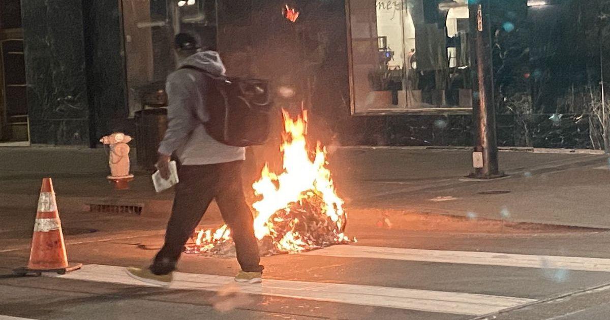 Фото Протестующие в Калифорнии подожгли здание Верховного суда округа