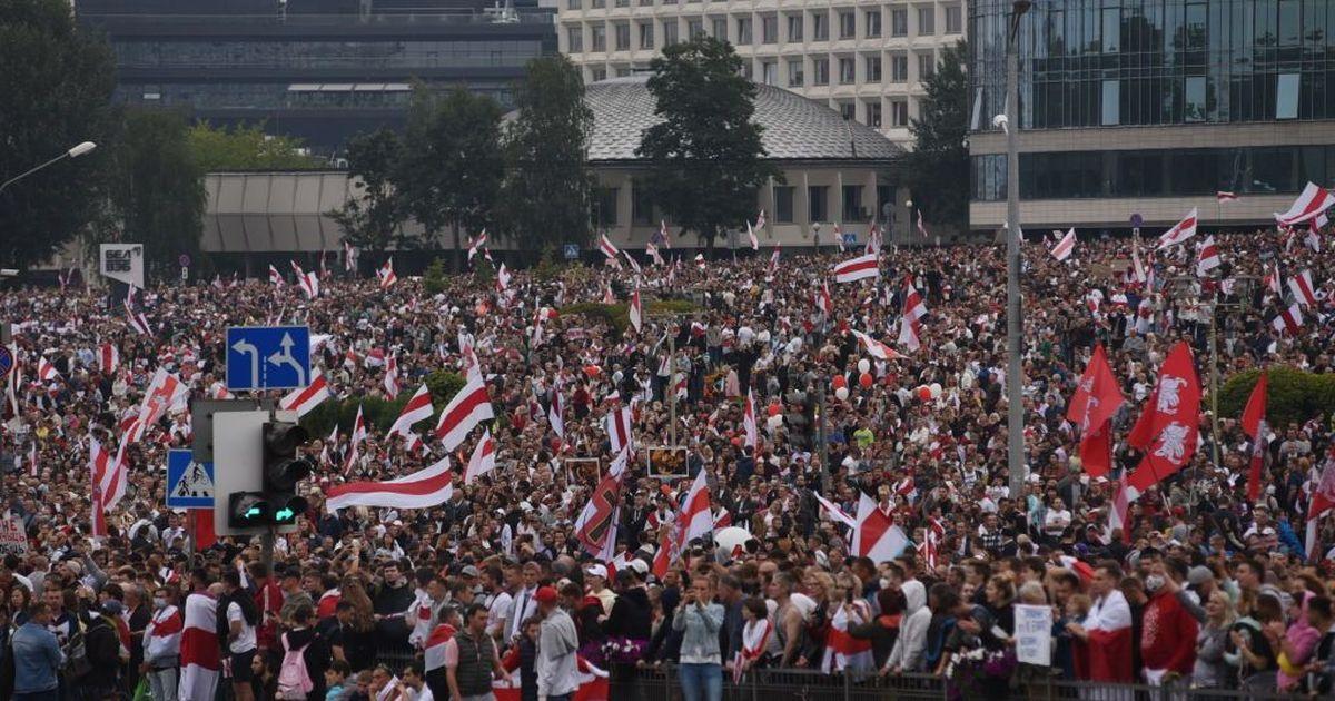 Фото Более 20 журналистов задержали на площади Свободы в Минске