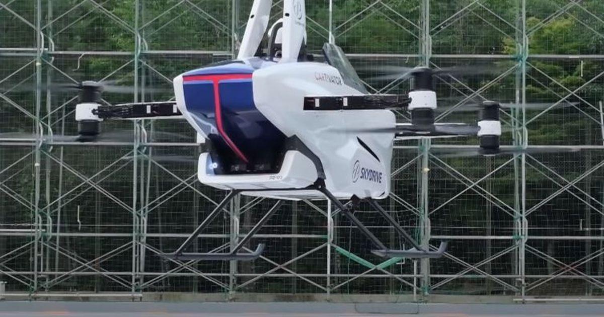 Фото Японская летающая машина совершила первый полет с человеком