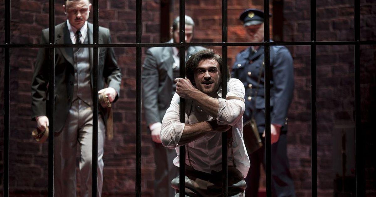Фото Купаловский театр Минска отменил спектакли после увольнения актеров