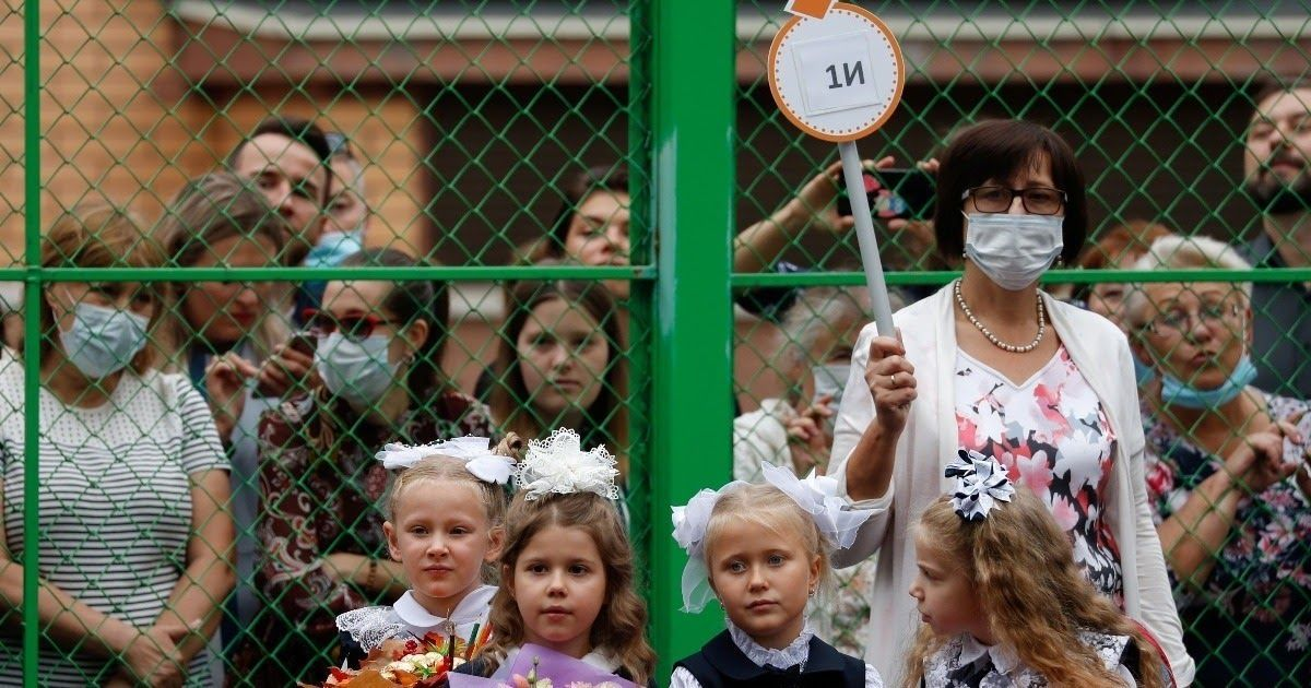Фото «Это полное безумие». Родители и ученики – о ковидобесии в школах