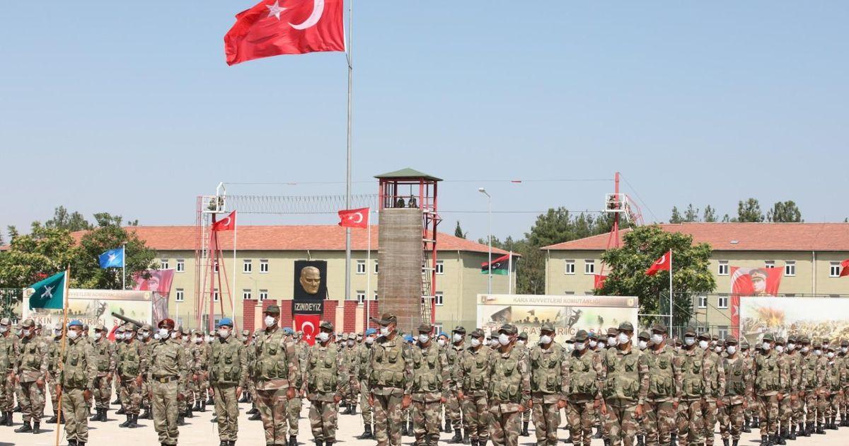 Фото СМИ сообщили об отправке турецких танков к границе Греции