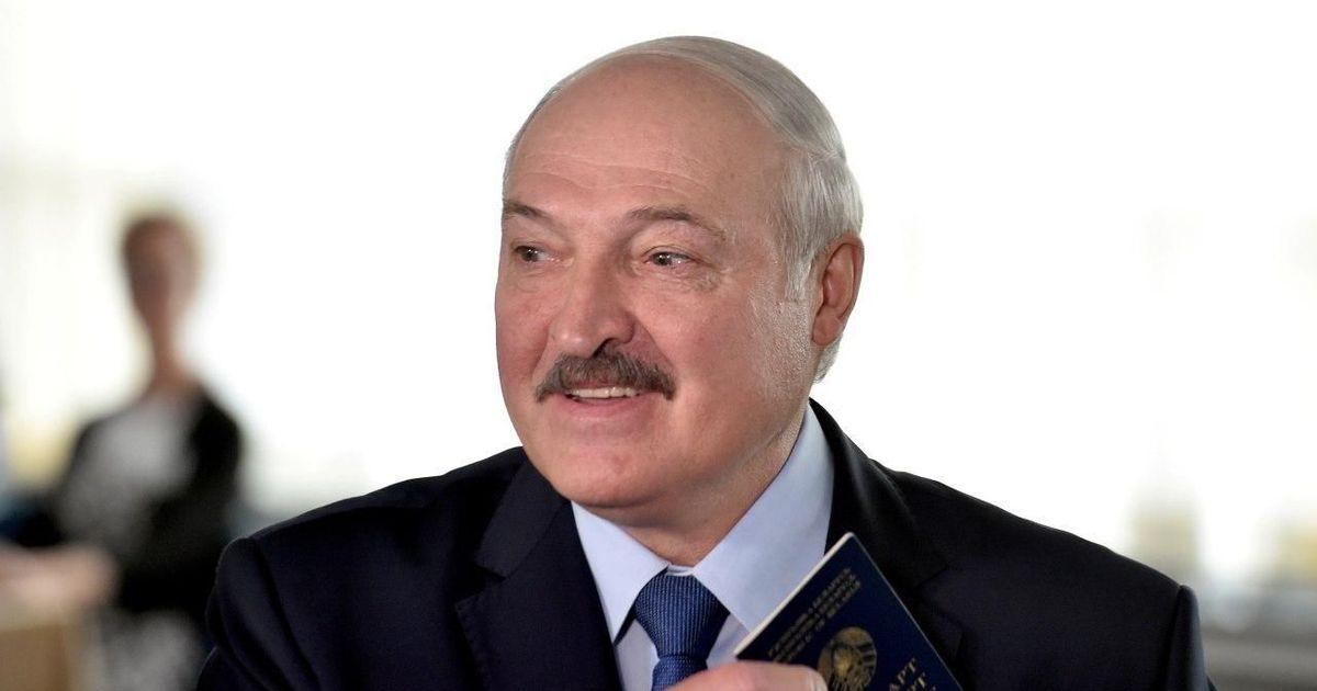 Фото Белоруссию обязали за месяц погасить многомиллиардный долг по российскому газу