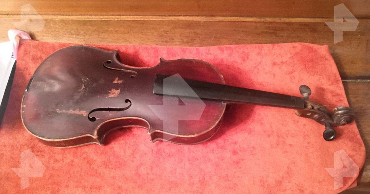 Фото Москвич нашел скрипку Страдивари во время уборки