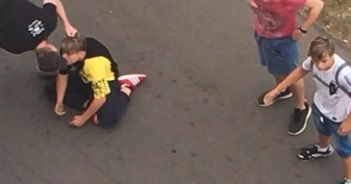 Фото Курьера уволили за нападение на подростка с крашеными волосами