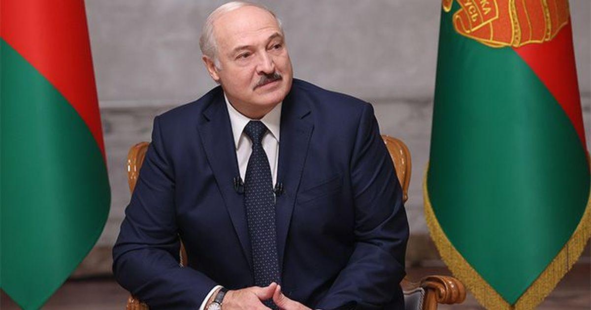 Фото Лукашенко связал отставку главы КГБ с задержанием россиян