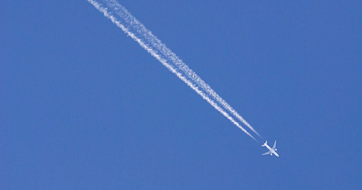 Фото Самолет, подавший сигнал тревоги над Казанью, благополучно приземлился