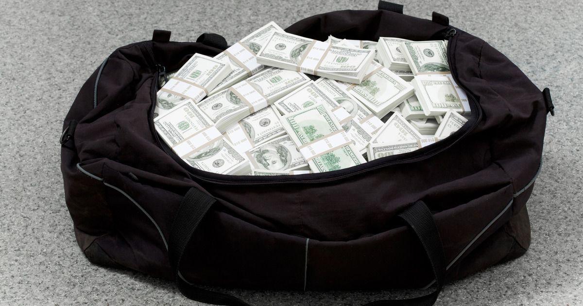 Фото Крымские таможенники изъяли у украинца 61 тысячу долларов